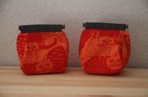 バネポーチ赤猫