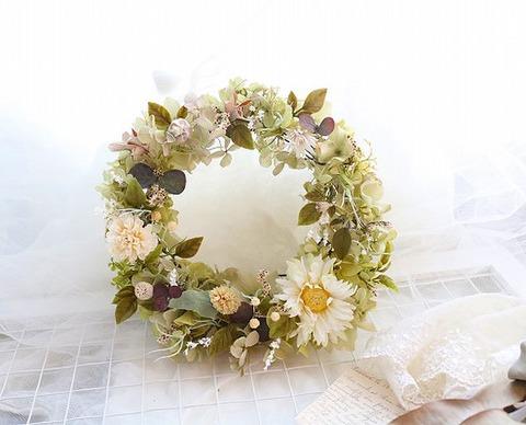白いお花のナチュラルリース