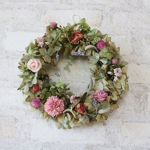 パステルカラーの小花たちのリース