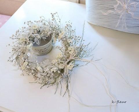 白い小花のナチュラルリース