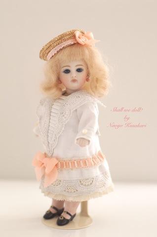 【草苅尚代作】ケストナー・バイオレット(15cm)inアンティーク刺繍ドレス