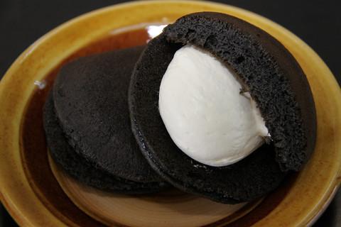 竹炭どら焼き どら黒 カマンベールチーズ