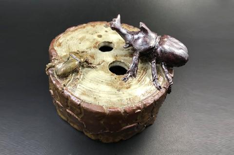 木にカブトムシの香炉
