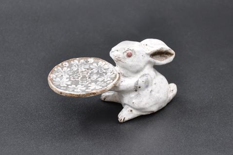 ウサギ・皿