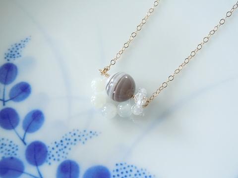 天然石の肉球ネックレス(c)
