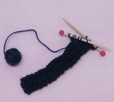 編みかけマフラー(濃紺)