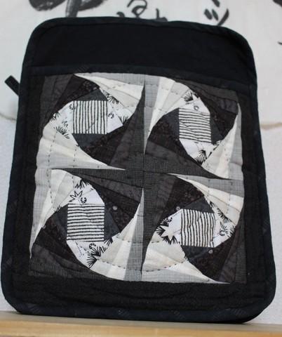 130308 本体ができているパートⅡツイストログキャビンのショルダーバッグ(黒色)