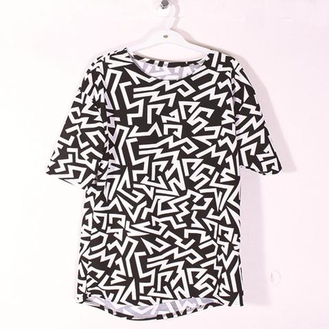 【25%OFF】白黒ジグザグ模様 半袖ゆったりTシャツ(C3352)