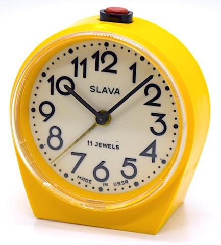 SLAVA(ソ連) プラスチック枠小型目覚時計 1960〜70年代【001】