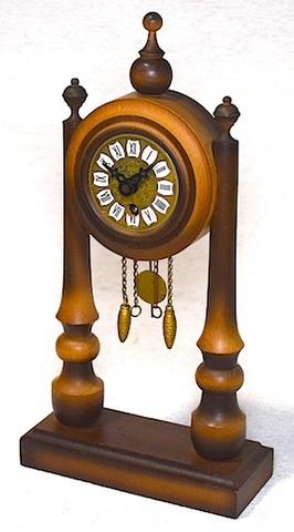 ドイツ製 ミニサイズポーチコタイプ木製置時計 1980年代以降