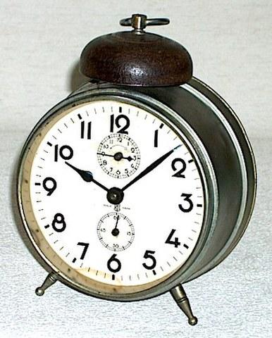 東洋時計 ヘソ型目覚(昭和初期)【057】