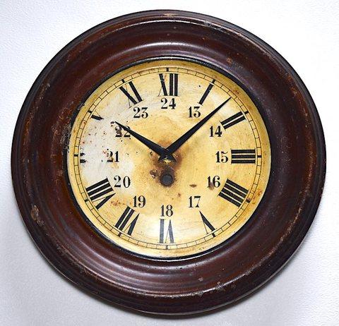 木枠風スチール製丸型掛時計 ドイツ製 1950年代頃【W265】