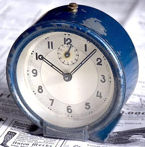 フランス製 鋳物目覚時計 1940~50年代【079】