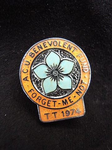 マン島 TT ACU 1974年 記念バッジ