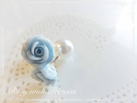 青い薔薇のピアス