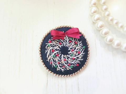 刺繍のブローチ*クリスマスリース