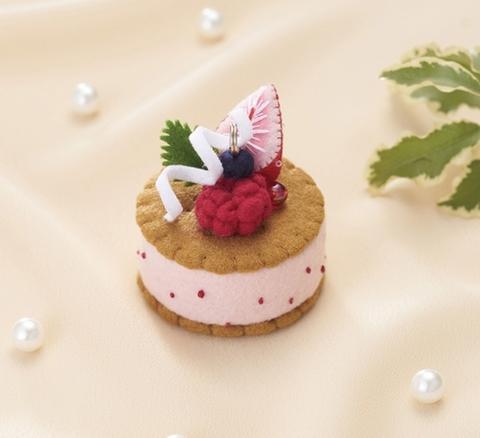 ≪キット≫苺のクッキーサンドチャーム