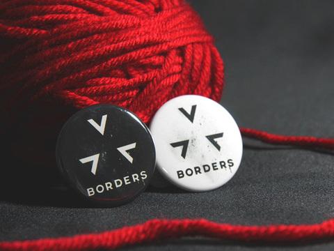 缶バッジ「BORDERS」アイコン(白/黒)