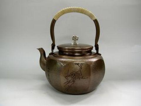 銅製 八角 松竹梅湯沸かし(桐箱入)1.8L