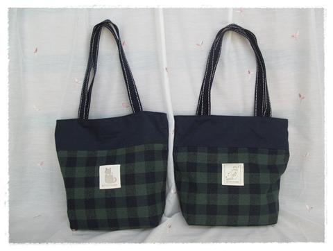 「しっぽ天使」グリーンと紺のチェックトートバッグ A
