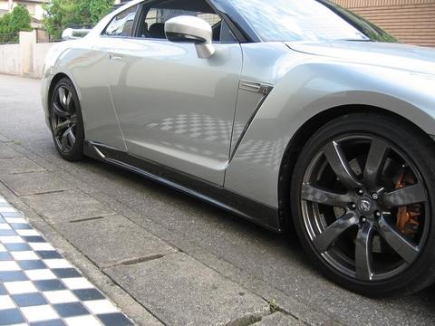 R35 GT-R サイドステップ