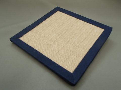 リバーシブル畳コースター  紺色へり・白茶色