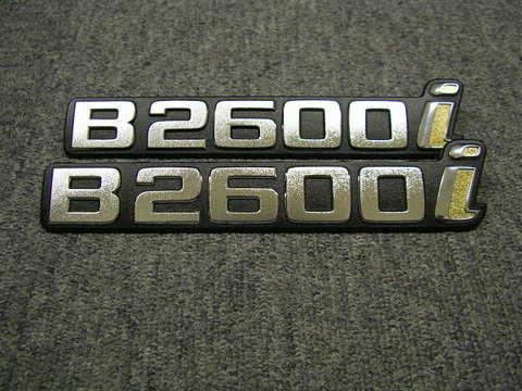 1986-93 MAZDA プロシード US純正フェンダーエンブレム B2600i
