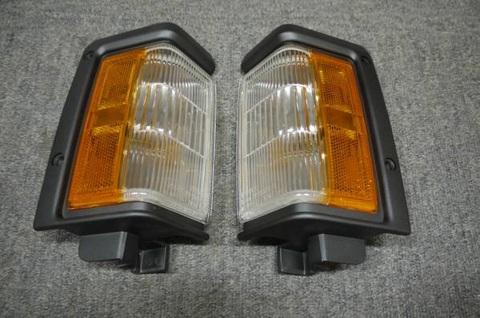 1990-95 テラノ US純正コーナーランプ Pr リムブラック