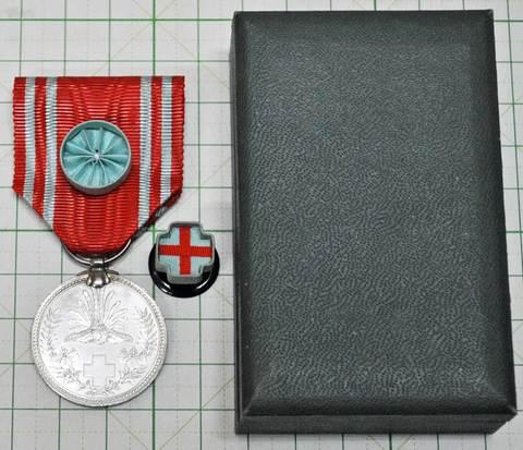 日本赤十字社終身社員章 箱付銀章