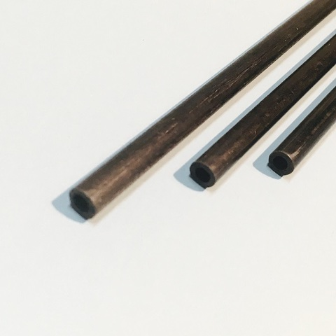 カーボンパイプ・5x4x900(mm)・3本入り
