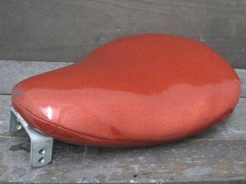 サドルシート 赤ラメ
