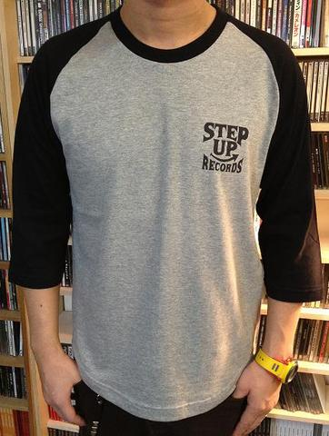 STEP UP ロゴ ラグラン グレー x ブラック