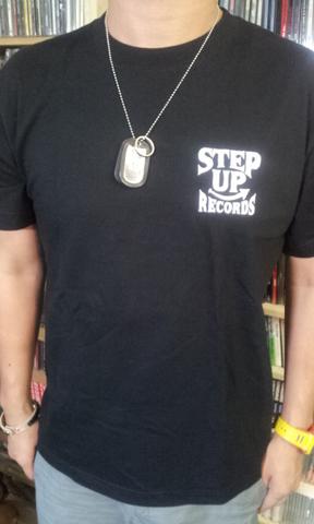 STEP UP ロゴT-SHITS ブラック x ホワイト