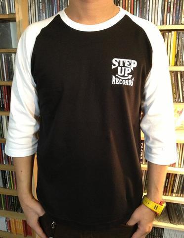 STEP UP ロゴ ラグラン ホワイト x ブラック