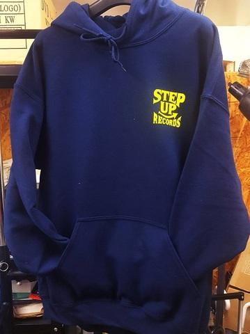 STEP UP ロゴ プルパーカー  ネイビーxイエロー