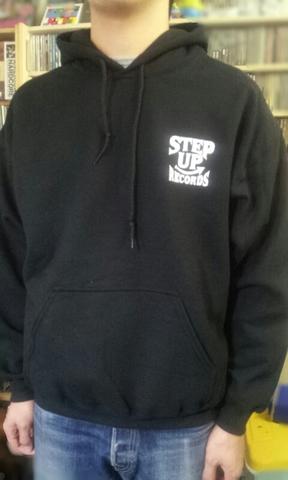 STEP UP ロゴ プルパーカー  ブラックxホワイト