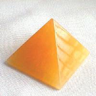 アラゴナイト(ピラミッド)