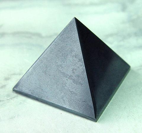 ヘマタイト(ピラミッド)