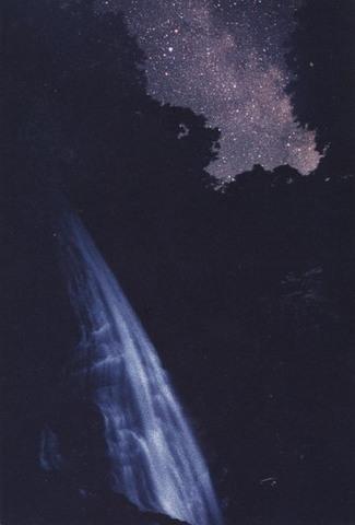 「滝と森の上の天の川」ポストカード
