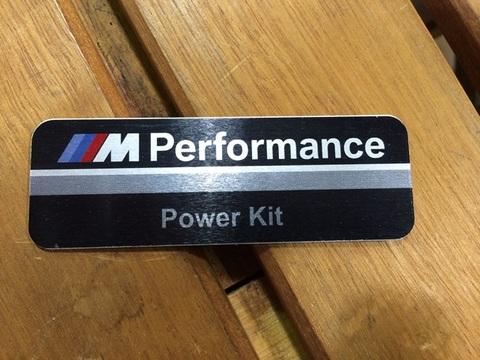 BMWパフォーマンス メタルエンブレム