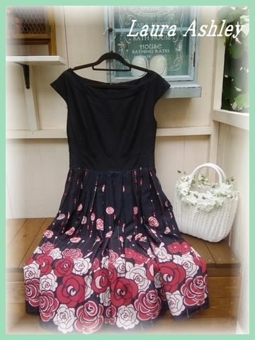 SOLD OUT【英国輸入】ローラアシュレイ・ブラック裾バラギャザーフレアーUK14