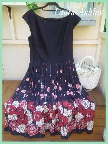 SOLD OUT【英国輸入】ローラアシュレイ・ブラック裾薔薇ギャザーフレアーUK16 ~日本未入荷品多数~
