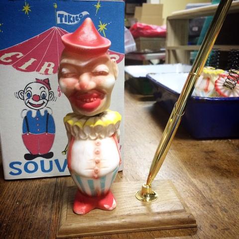 circus souvenir pen stand
