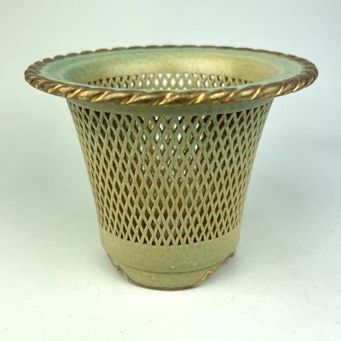 天山工房制作 淡緑結晶釉菱形繋ぎ文様透かし蘭鉢