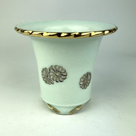 天山工房制作 青磁菊花紋透かし蘭鉢