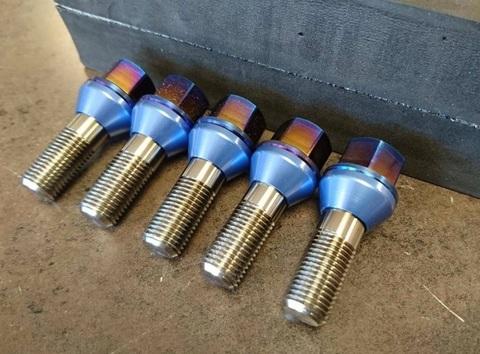 ランボルギーニ フルチタンホイールナット/ボルト Blue
