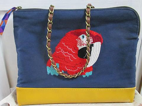 刺繍バッグ!コンゴウインコ