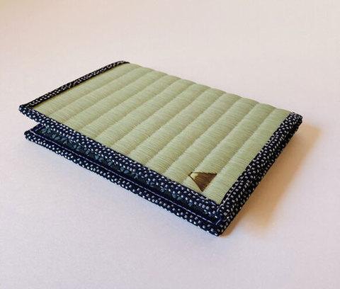 四方縁 畳ブックカバー富士山~鮫小紋縁 紺~文庫サイズ