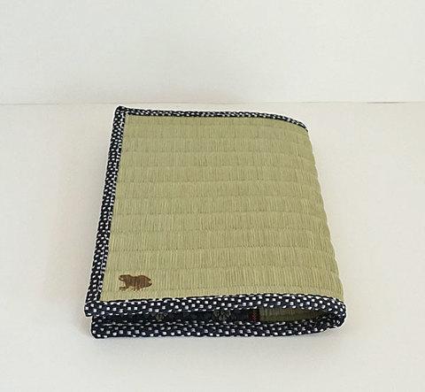四方縁 畳ブックカバー蛙~鮫小紋縁 紺~文庫サイズ