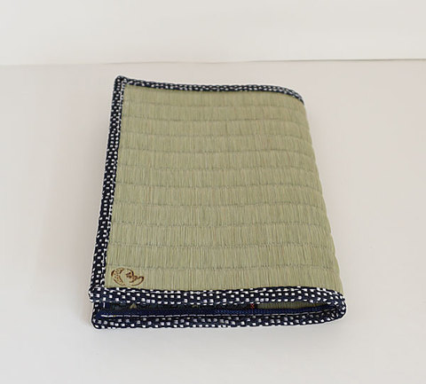 四方縁 畳ブックカバー ひょっとこ~鮫小紋縁 紺~文庫サイズ